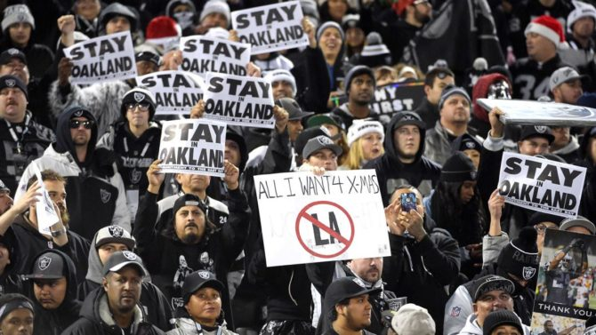 122515-NFL-Oakland-Raiders-fans-pi-ssm.vresize.1200.675.high.81