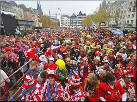 Dusseldorf-Carnival-parade-500x375